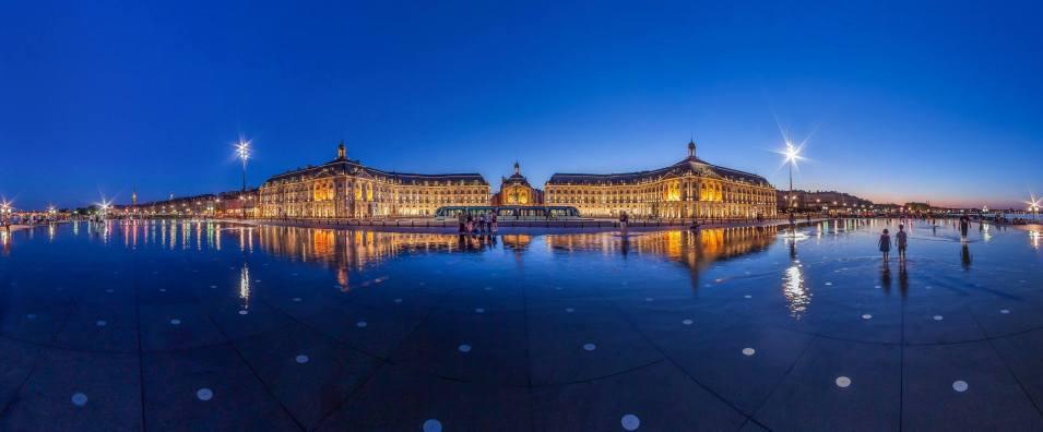 Bordeaux, façade XVIIIe classée à l'UNESCO et mirroir d'eau